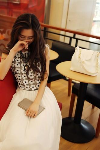 Đầm maxi trắng nữ tính 4