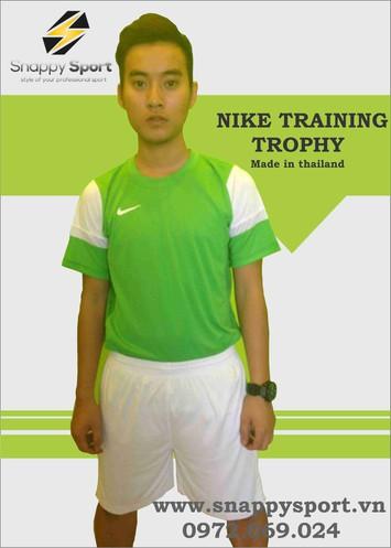 bo quan ao bong da nike trophy xanh 1m4G3 ajd1385950329 2ilml5k38en97 simg 19a19b 600x497 max Chọn lựa quần áo bóng đá thế nào để khi luyện tập được tự nhiên
