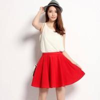 Set áo voan trắng form rộng và chân váy đỏ đáng yêu
