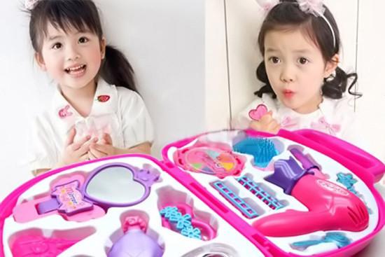 Bộ đồ chơi trang điểm vali cho bé gái 2