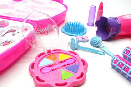 Bộ đồ chơi trang điểm vali cho bé gái 4