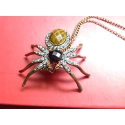 Dây chuyền con nhện khổng lồ cực lạ