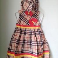 Đầm nón Burberry