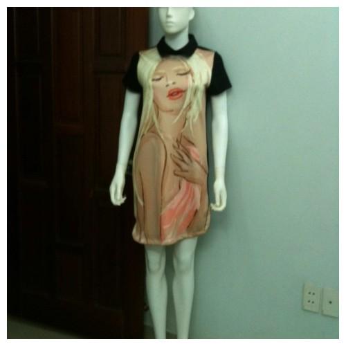 Đầm suông in họa tiết 3D hình cô gái