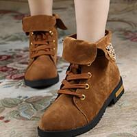 Giày boot đế bằng