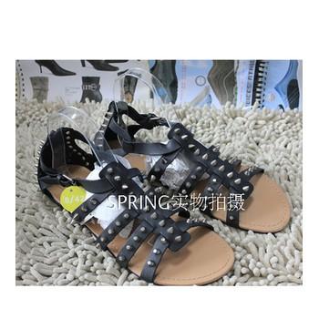 giày sandal chữ t nạm đinh Mã: GC0034 - ĐEN