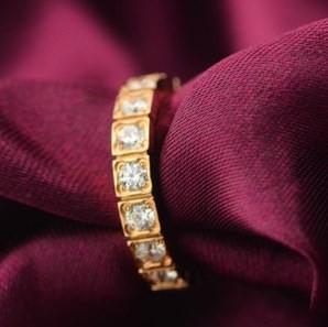 Nhẫn khảm đá nhỏ titan xi vàng 2