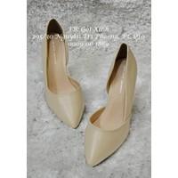 Giày cao gót mũi nhọn trơn khoét eo kem
