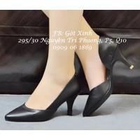 Giày cao gót mũi nhọn trơn khoét eo đen