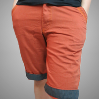 Quần kaki nam lửng màu cam bẻ lai sọc caro trẻ trung