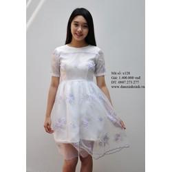 Đầm trắng hoa tím viền răng cưa