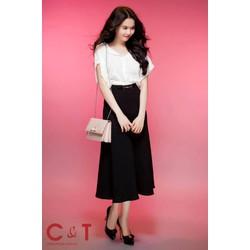 Chân váy xòe dài kiểu dáng đơn giản như Ngọc Trinh