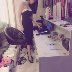 Đầm body cúp ngực thiết kế phối màu đen trắng Ngọc Trinh sang trọng