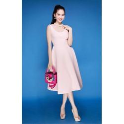 Đầm xòe hở lưng đẹp với thiết kế dài qua gối sang trọng