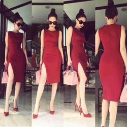 Đầm ôm body xẻ đùi thiết kế đơn giản như Ngọc Trinh cực quyến rũ