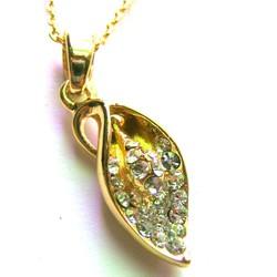 Dây chuyền kim loại vàng, mặt chiếc lá đính hạt  CVI03-275