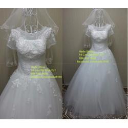 Áo cưới cổ tròn có tay