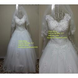 Áo cưới cổ V cách điệu
