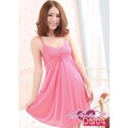 Váy ngủ với đường thun nhấn ngang ngực lên phôm quyến rũ và gợi cảm.