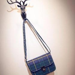 Túi đeo chéo sọc ca-rô phong cách vintage
