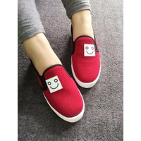 Giày slip on mặt cười màu đỏ VV14746100