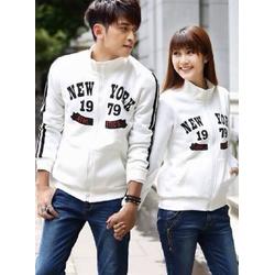 Aó khoác đôi màu trắng phối hình chữ phong cách trẻ trung,cá tính
