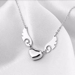 Dây chuyền titatium trái tim cánh thiên thần màu bạc