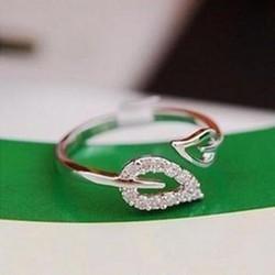 Nhẫn nữ hình chiếc lá, kiểu dáng thời thượng