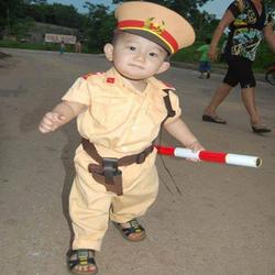 Bộ quần áo công an trẻ em.