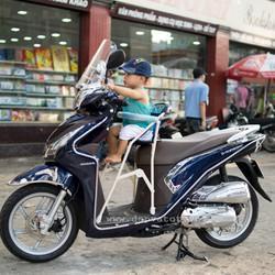 Kính chắn gió xe máy cho bé