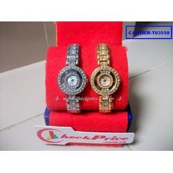 Đồng hồ nữ Cartier T03550 nổi bật, thu hút ánh nhìn của ai đó.
