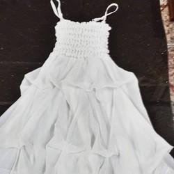 Đầm voan hai dây nữ, dáng bồng điệu đà, trơn màu trẻ trung.