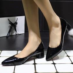 Giày cao gót thiết kế mũi nhọn, nổi bật