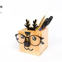 Hộp cắm bút có chỗ gác kính con tuần lộc