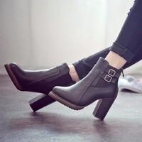 Giày boot chelsea đế vuông 9 phân 2 khóa