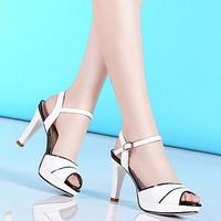 Giày cao gót màu trắng viền đen