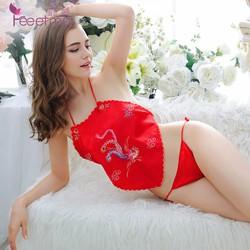 Sét đồ ngủ áo yếm thêu phụng quần lọt khe sexy