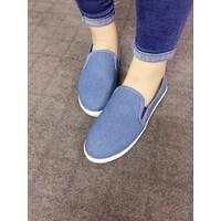Giày slip on trơn màu Jean nhạt VV17247100