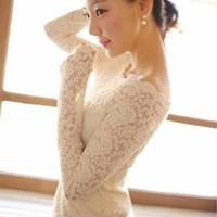 Đầm ren nữ dài tay, cổ chữ nhất, kiểu dáng nhã nhặn gợi cảm