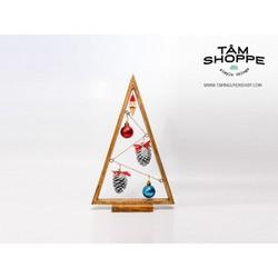 Cây thông Noel tam giác nhỏ