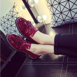 Giày nữ đế bằng màu đỏ nổi bật họa tiết tua rua dễ thương - XS0246
