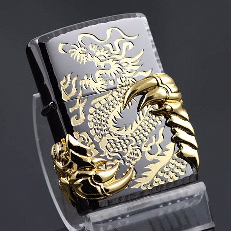 HỘT QUẸT ZIPPO CON RỒNG 1