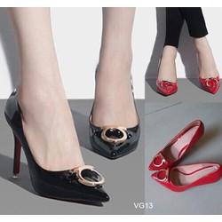 Giày cao gót mũi nhọn đính tag HG13