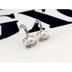 Bông tai Chanel ngọc trai đính đá trắng