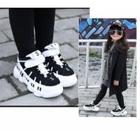 Giày trẻ em bata chữ S