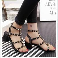 Giày Sandal đế vuông đinh nhiều dây