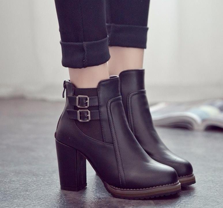Short boots for women