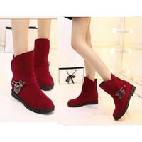 Giày boot ống da lộn chuỗi đính pha lê mảu đỏ