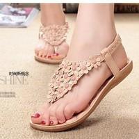 Giày sandal xỏ ngón hoa cúc xinh xắn