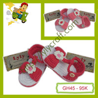 Giày len cho bé gái